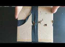 Enlace a El primer unboxing de una mujer sin manos