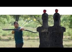 Enlace a Los Dude Perfect lo han vuelto a hacer con tirazos increíbles con flechas
