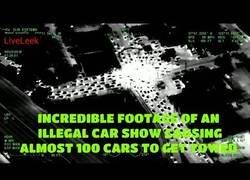 Enlace a Un helicóptero capta una mega concentración de coches ilegales haciendo carreras
