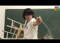 Enlace a Épica pelea en clase