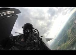 Enlace a La experiencia de pilotar un caza viviéndolo a bordo