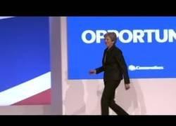 Enlace a Bailando en el congreso, por Theresa May