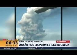 Enlace a Entre en erupción un volcán en Indonesia