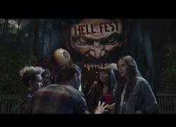 Enlace a Ya está aquí el tráiler en español de Hell Fest