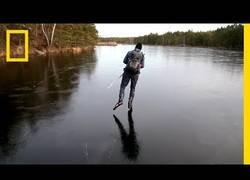 Enlace a Este es el sonido del hielo cuando patinas por encima de él