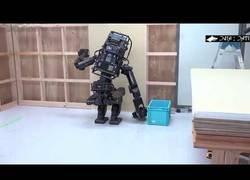 Enlace a Inventan un robot con forma humana capaz de usar un taladro