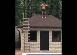 Enlace a Nunca saltar desde un tejado terminó tan mal