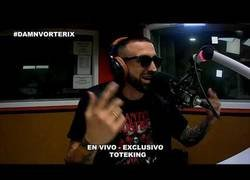 Enlace a Tote King se tira un freestyle en una radio argentina