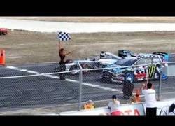 Enlace a Lewis Hamilton y Ken Block se retan con su coche en un circuito