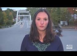 Enlace a Esta reportera estaba en el lugar indicado y a la hora exacta para grabar la noticia ella misma y ver su reacción