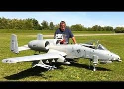 Enlace a Poniendo a prueba este enorme A-10 por radiocontrol