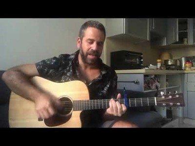 El gran cover de Sultans of Swing de este hombre con guitarra en mano