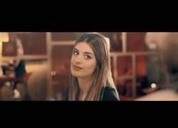 Enlace a Dulceida soprende protagonizando el nuevo video de Café Quijano