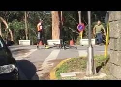 Enlace a Un camionero enloquece y ataca a dos ciclistas