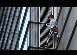 Enlace a El 'hombre araña' francés escaló edificio de 230 metros en Londres