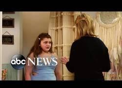 Enlace a Cámara oculta: madre humilla a su hija en una tienda. ¿Qué hará la gente?