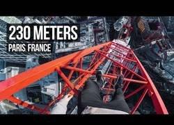 Enlace a Un chico escala la grúa más alta de Paris