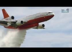 Enlace a Así son los aviones encargados de apagar fuegos