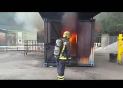Enlace a Que pasa cuando explotan los gases de la combustión en un incendio