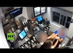 Enlace a Mujer ataca al gerente de un McDonald's porque faltaban bolsitas de kétchup