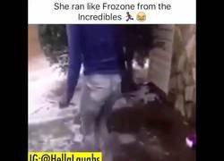 Enlace a Esta chica corre como Frozono de Los Increíbles