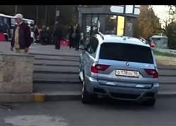 Enlace a Conductores que no saben llevar un BMW
