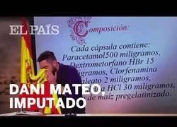 Enlace a Dani Mateo es imputado por una broma de sonarse los mocos con la bandera de España