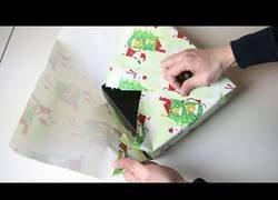 Enlace a Cómo envolver un regalo sin celo [subtitulado]