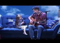 Enlace a Padre e hija cantan a duo