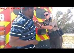 Enlace a Le quita el taser a un Policía de EEUU y acaba con 8 tiros (abstenerse sensibles)