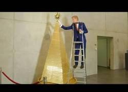Enlace a El árbol de navidad más caro de Europa, está hecho de lingotes de oro