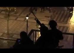 Enlace a Chalecos amarillos | Francotirador en alerta y en cualquier momento puede hacer un disparo.