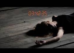 Enlace a La chica que dormía en el suelo, historia de un asesinato