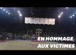 Enlace a Asistentes a un partido de basket en Estrasburgo cantan el himno francés en honor a las víctimas del atentado