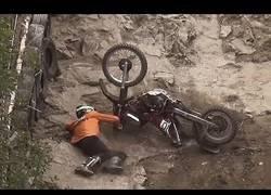 Enlace a Competición de escalada de roca con motos