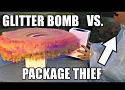 Enlace a Prepara una trampa para la persona que le roba los paquetes del porche [Inglés]
