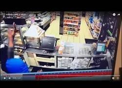 Enlace a Hombre entra a robar en el lugar equivocado