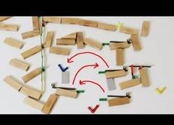 Enlace a Un efecto dominó de lo más loco calculado todo al milímetro
