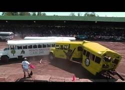 Enlace a Competición de demolición de autobuses escolares