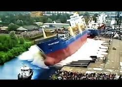 Enlace a Recopilación de barcos siendo lanzados al mar