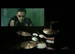 Enlace a Poniendo música en directo a la película de Matrix