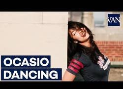 Enlace a La Ocasio-Cortez universitaria bailando