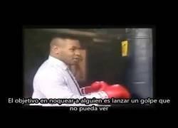 Enlace a Mike Tyson explica cómo noquear a alguien