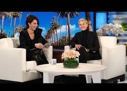 Enlace a Penélope Cruz enseña a hablar español A Ellen Degeneres