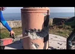 Enlace a Desconocidos derriban en Ondarroa un monumento franquista dedicado a los fascistas fallecidos en la batalla naval mas grande de la guerra civil