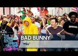 Enlace a Bad Bunny convierte las calles de Puerto Rico en una fiesta con