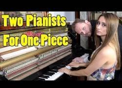 Enlace a Dos pianistas para tocar una pieza