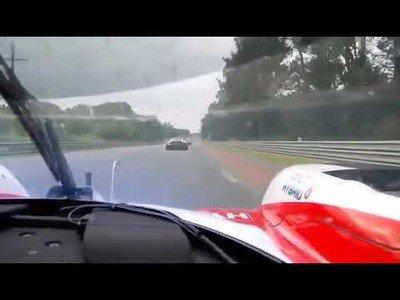 Fernando Alonso mostrando su gran nivel adelantando a todo dios en LeMans