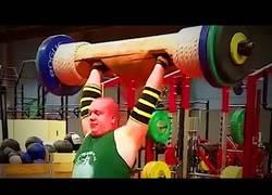 Enlace a Hay gente que en un gimnasio hace los ejercicios de una forma que te explota el cerebro