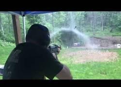 Enlace a Los disparos de una kalashnikov hacen parar a la lluvia